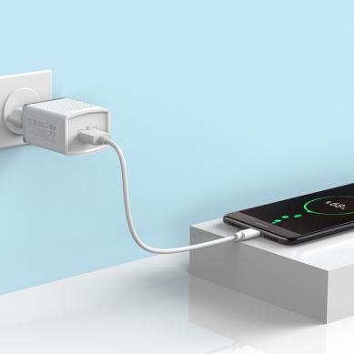 Зарядное устройство  C42A Vast power QC3.0 Белый